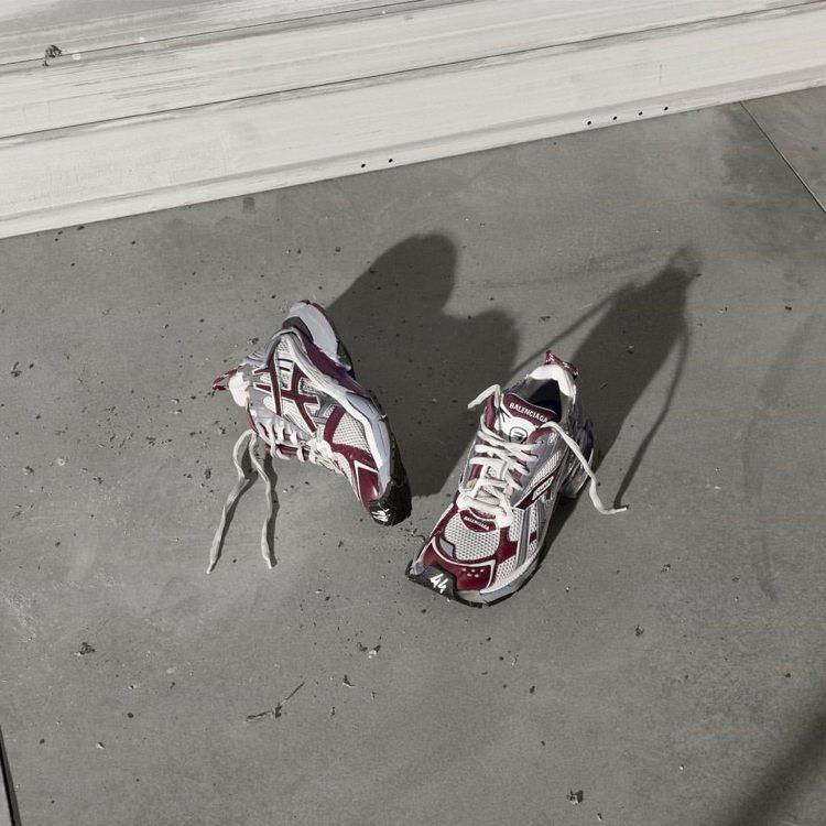小賈斯汀成為BALENCIAGA門面是為了宣傳新款運動鞋。圖/取自IG