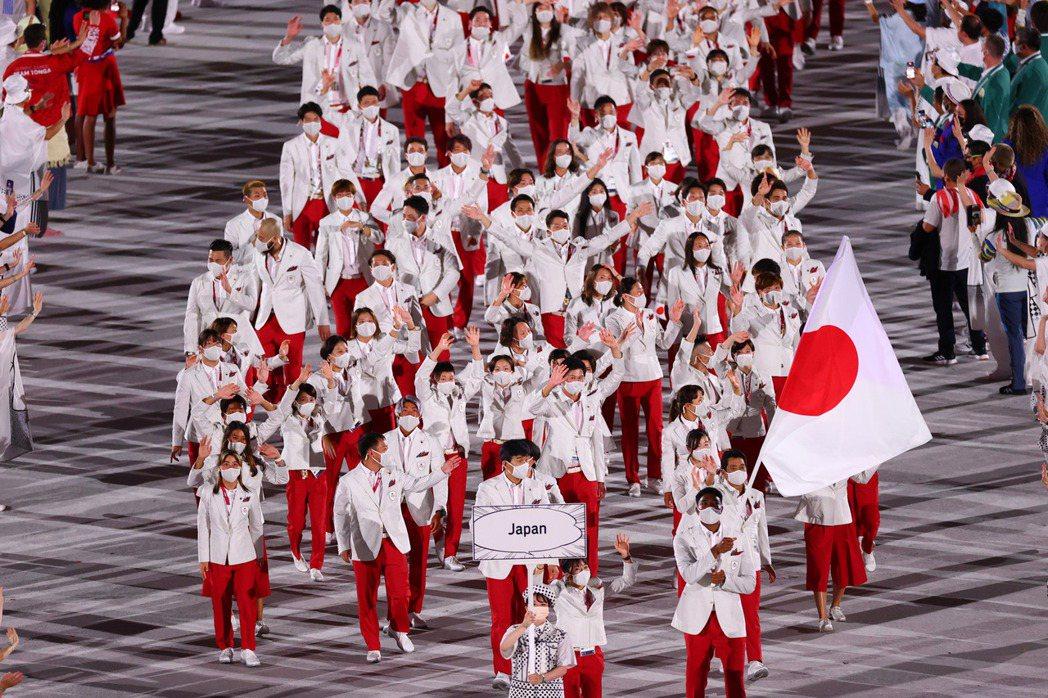 地主國日本進場。 路透