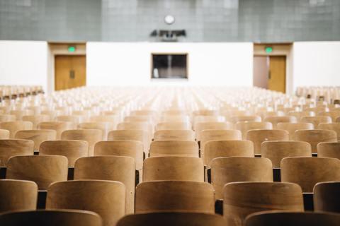 線上課程提供講課本身之外的機會。但是它確實打開比傳統課堂討論更有效率、更多學生參...