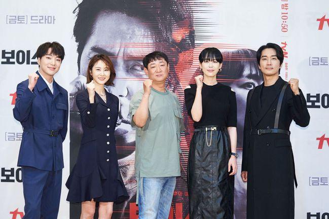 韓劇《Voice 4》導演和主要演員群。圖片來源/friDay影音