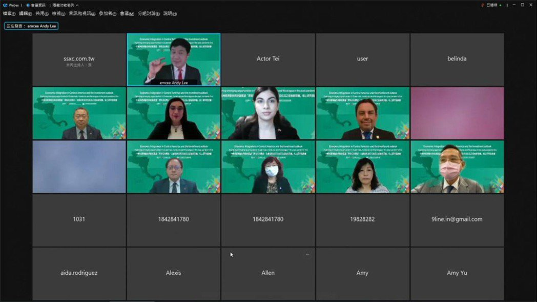 外貿協會王熙蒙副祕書長(三排左二)說明本次線上會議報名人數逾220名。 外貿...