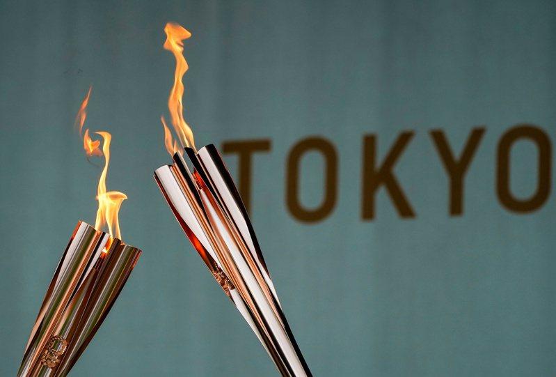 東奧聖火22日晚來到東京都港區,23日上午將在東京都廳舉辦聖火抵達終點的儀式。(路透)