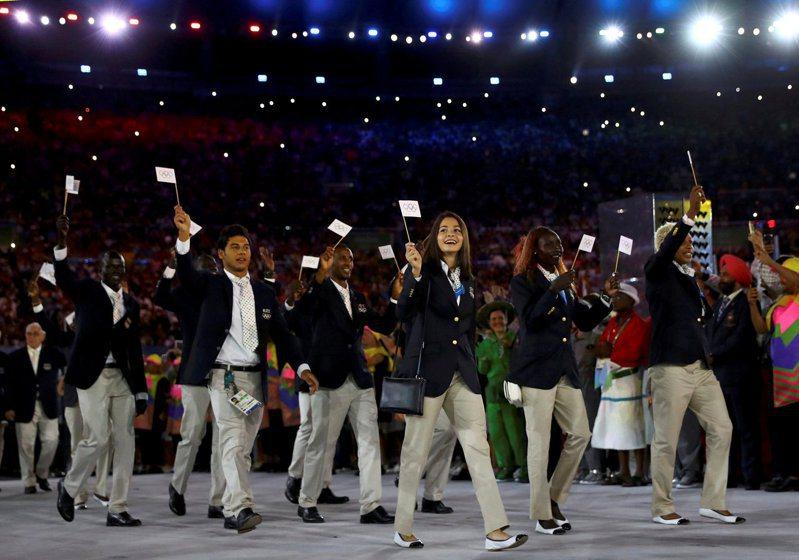 難民隊在2016年奧運開幕式進場。 路透