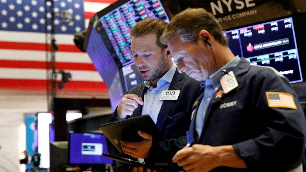 美股三大指數周四(22日)連續第三日上揚,受大型科技股和成長股助攻。路透