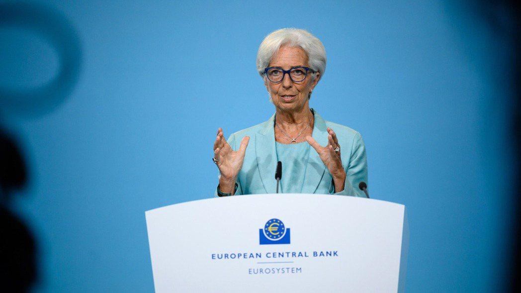 歐洲央行總裁拉加德22日在利率決策會後表示,新冠疫情對經濟將「繼續帶來陰影」,復...