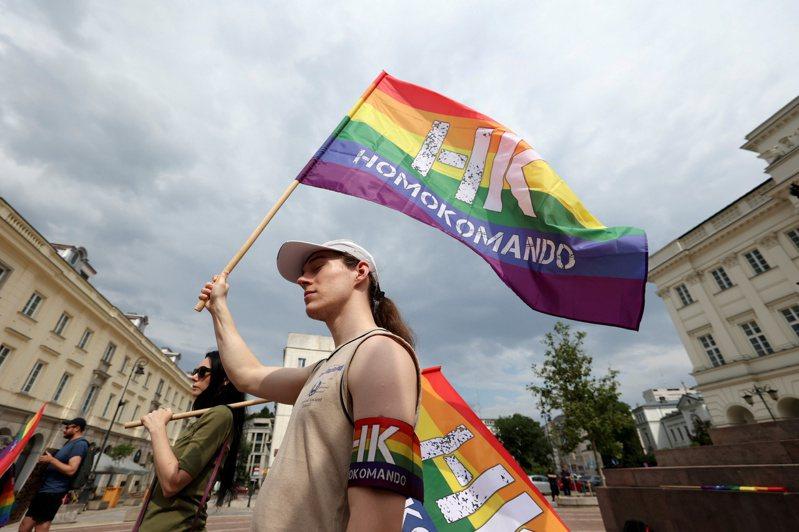 圖為在波蘭華沙支持LGBT團體的遊行。路透