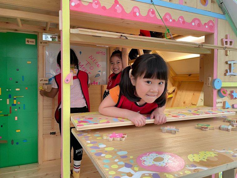 新北教育局指出,包含幼兒園、兒童課後照顧中心7月27日有條件復課。圖/新北教育局...