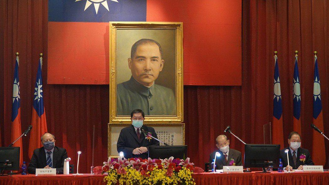 亞泥董事長徐旭東(左二)。(圖/亞泥提供)