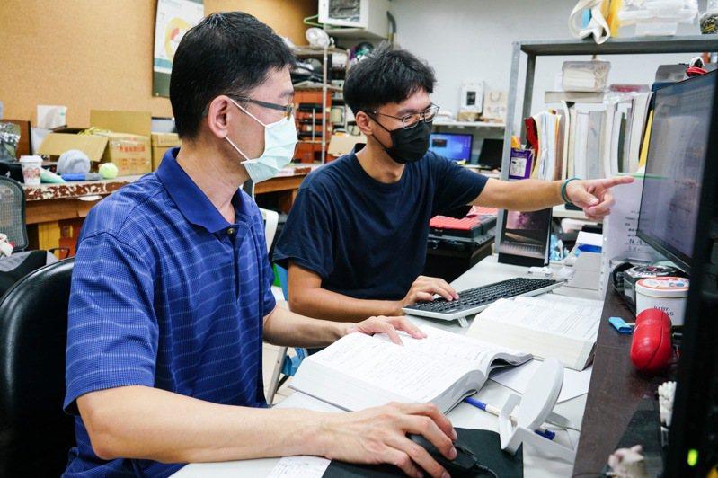 崑大資傳系助理教授蔡德明架設Linux免費教學網站、人氣破四千萬。圖/校方提供