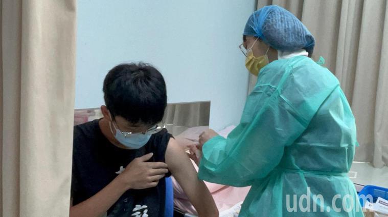 金門為提高疫苗覆蓋率,施打疫苗年齡不斷向下推進。記者蔡家蓁/攝影