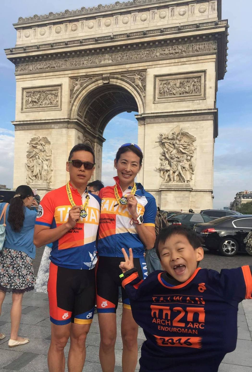 沒能親臨日本的賈永婕靠著分享法國舊照抒發心聲。圖/摘自臉書
