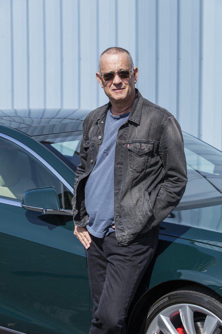 湯姆漢克斯及他將拍賣的2015 Tesla Model S P85D,估價70,...