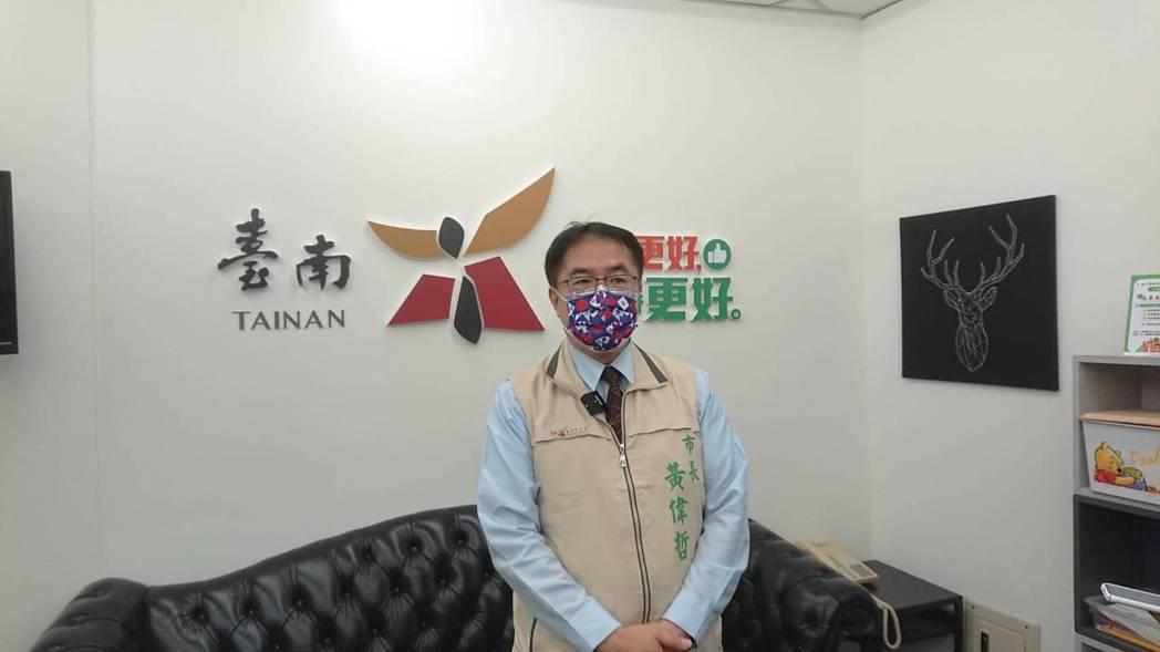台南市長黃偉哲表示,是否開放餐廳內用還要再跟其他縣市商量。記者鄭惠仁/攝影