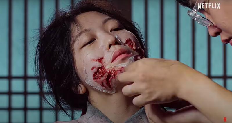 《屍戰朝鮮》殭屍演員的「變屍之路」大公開。圖/截自YouTube(@Netflix)