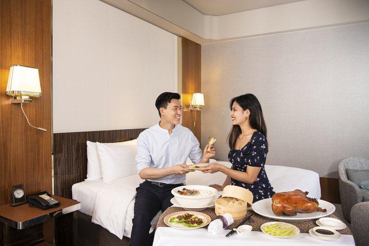 五星客房裡吃烤鴨,享受美食假期。圖/台北遠東香格里拉提供