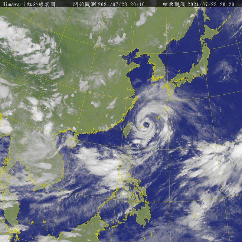 烟花颱風逼近中。圖/氣象局