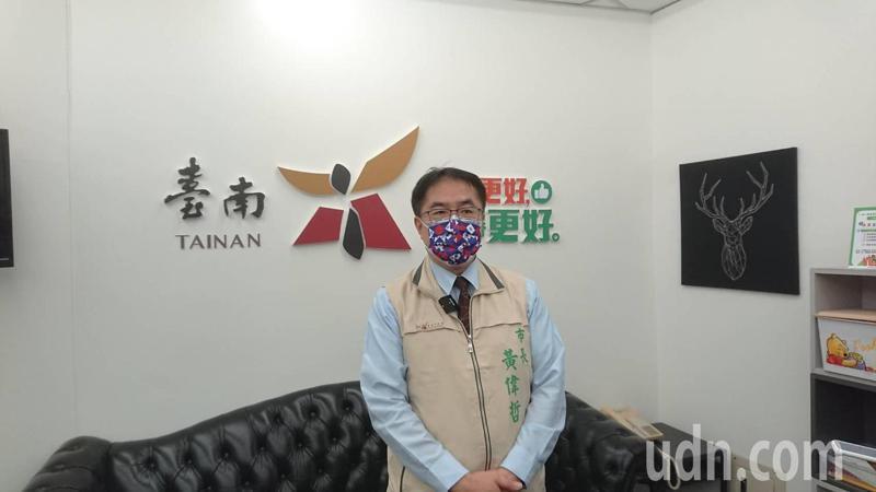 日前在台南外海遭捕的偷渡移工為新冠肺炎確診,但還要再採檢做基因定序比對,黃偉哲認為不單純。記者鄭惠仁/攝影