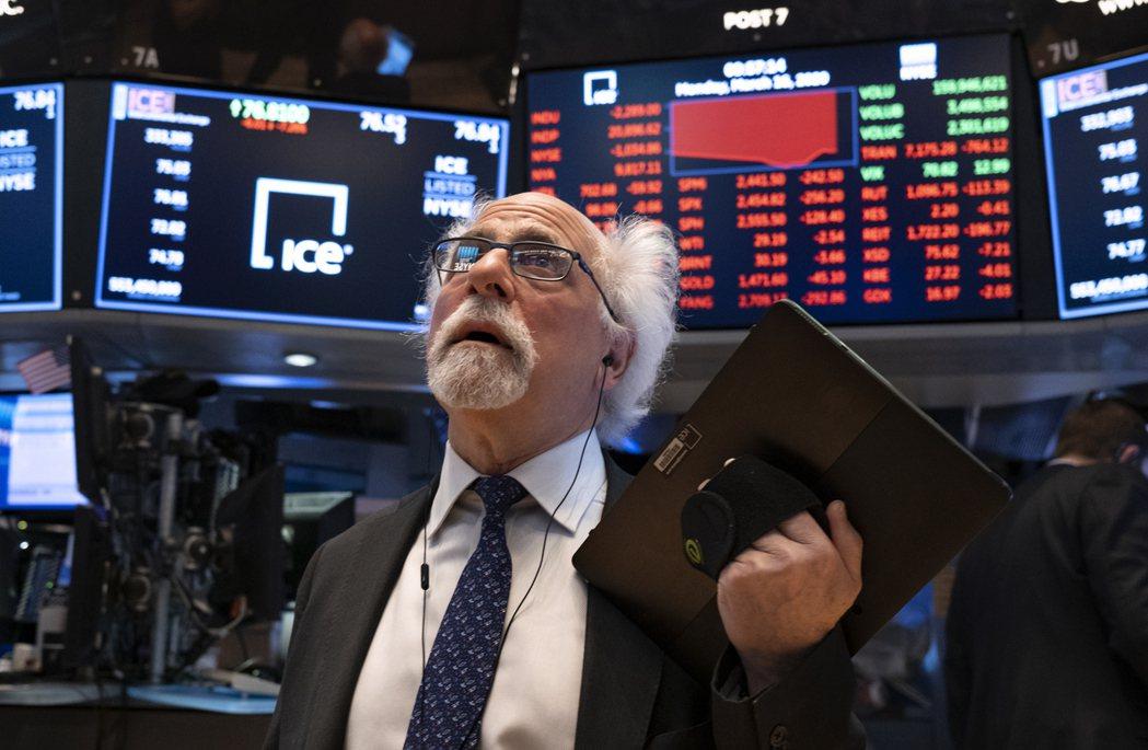 美股三大指數23日早盤同步走高。路透