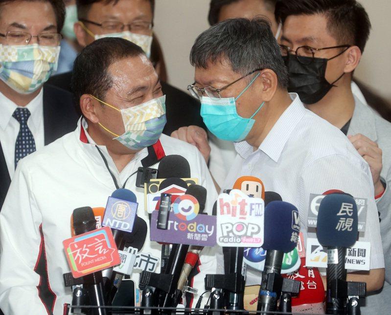 新北市長侯友宜(前左)曾說不以清零為目標,台北市長柯文哲(前右)曾宣示一個月清零,結果未實現,改口清零很難。 圖/聯合報系資料照