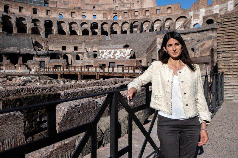 義大利羅馬市長拉吉堅稱街頭堆滿垃圾是政敵用來阻止她連任的武器。法新社