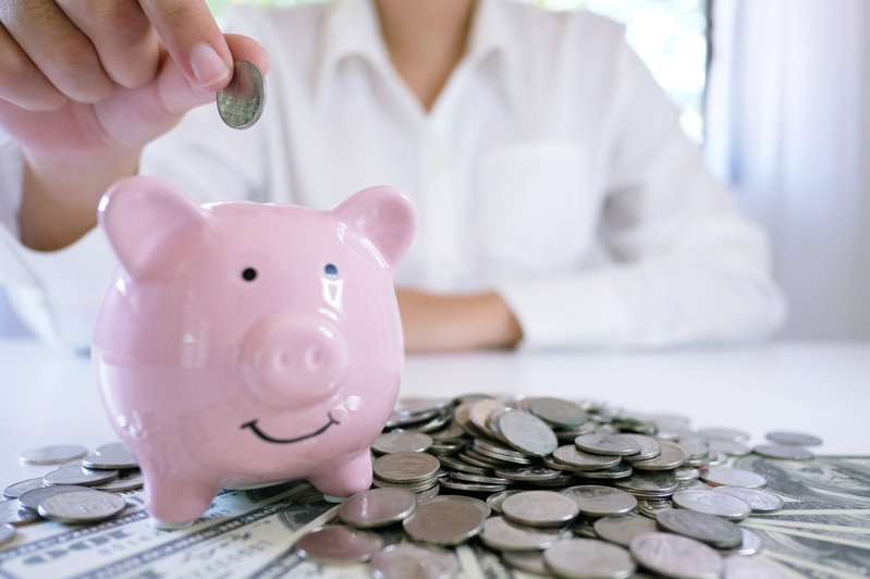 一名年僅23歲的小資女,已經存到人生「第一個百萬」,她也不私藏分享自己的3大存錢法。 圖/ingimage
