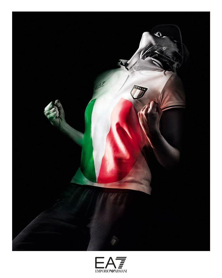 義大利進場服裝的設計來自Emporio Armani的#EA7系列。圖/取自IG