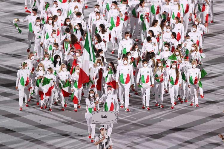 義大利進場服裝像西瓜,也像拿坡里披薩、飯友的Logo,讓網友笑開懷。圖/取自IG