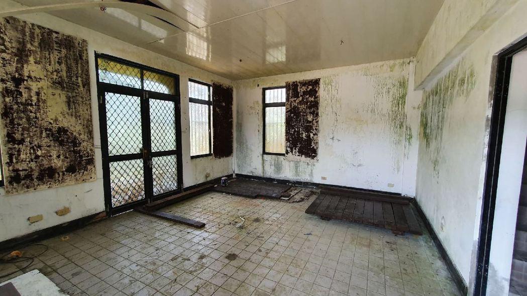 小觀音房舍修繕前內部的廢棄狀況。 圖/格式設計展策提供