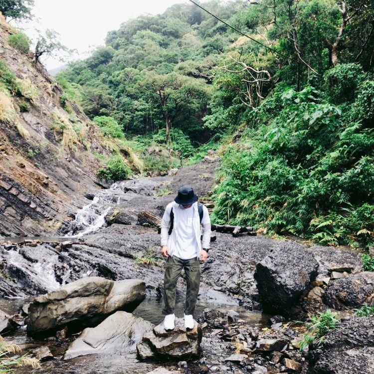 23歲的楊勇緯是熱愛戶外活動的大男孩,常和家人朋友一起去溯溪、露營。圖/取自IG