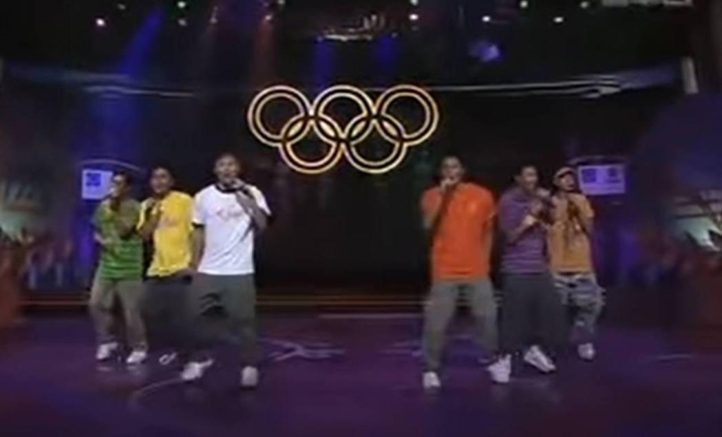 為宣傳2004年雅典奧運盛事,邀來多名香港藝人組成「奧運六子」。圖/香港無綫電視...