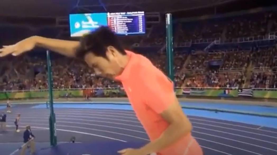 日本撐竿跳選手荻田大樹在奧運資格賽中發生插曲,引發討論。圖/網路片段截圖