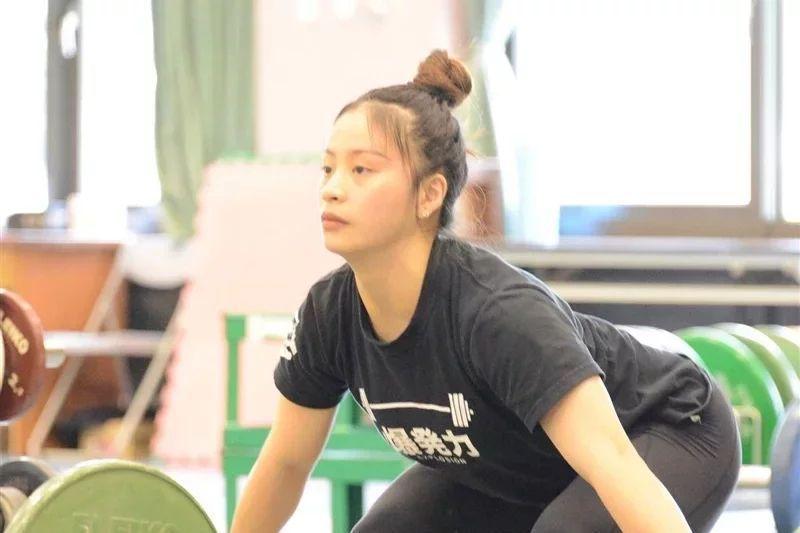 征戰東奧女舉重選手方莞靈,已揮別亞錦賽插曲,第一次奧運旅程不只為自己,也要為媽媽和啟蒙教練而戰。 圖/國訓中心提供