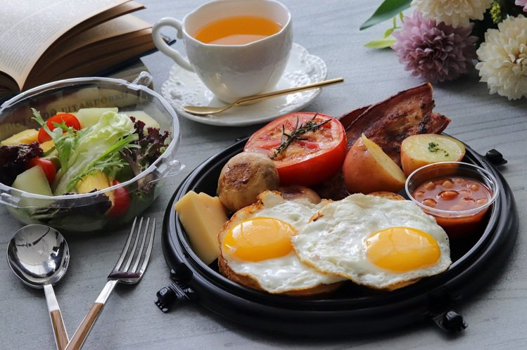 板橋凱撒大飯店早餐套餐也能在房內優閒享用。圖/板橋凱撒提供