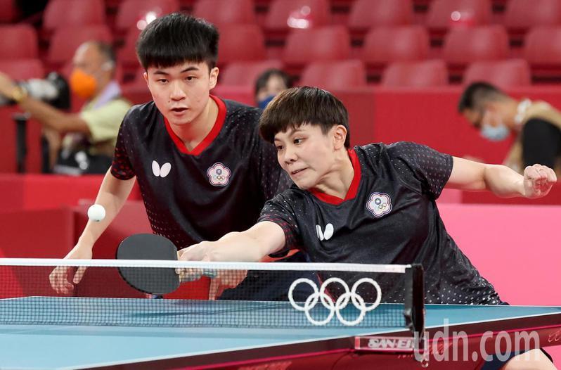 我國桌球黃金混雙林昀儒與鄭怡靜,明天爭取四強。 特派記者余承翰/東京攝影