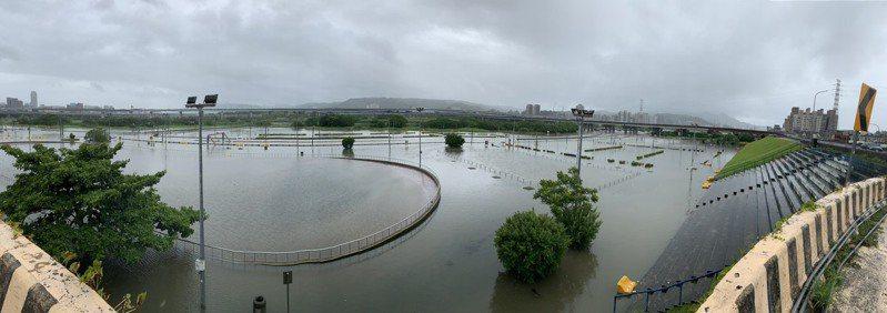 新北二重疏洪道淹水情形。圖/新北市高灘處提供