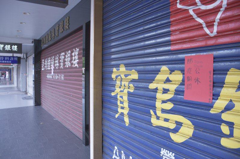 疫情重創萬華地區經濟,北市府將特別給予攤商2萬元的補償。記者鍾維軒/攝影