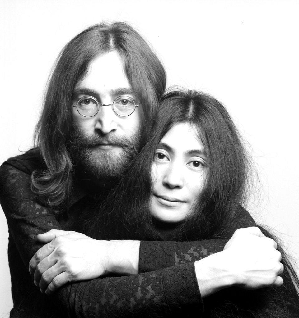 東京奧運再度選用已故搖滾歌手約翰藍儂(左)的「Imagine」開幕,他的遺孀小野...