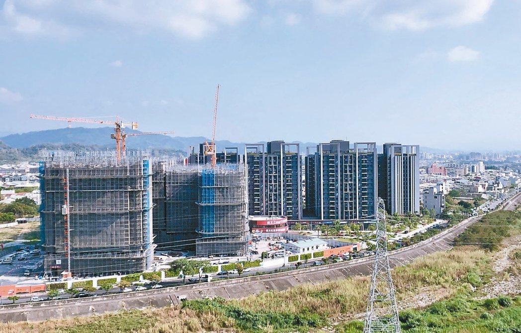 總太地產在台中市北屯造鎮案「心之所向」,基地位於環太東路,開發面積逾1.1萬坪,...
