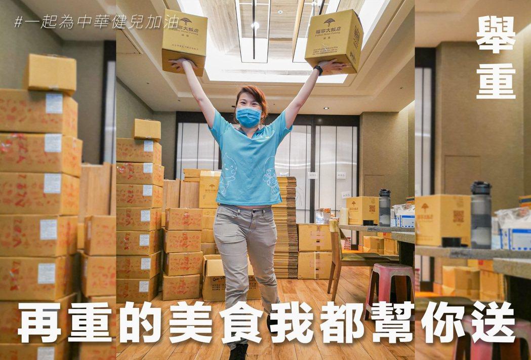 柔道奪台灣首獎牌加油出招,飯店員工化身奧運選手KUSO。圖/福容大飯店提供