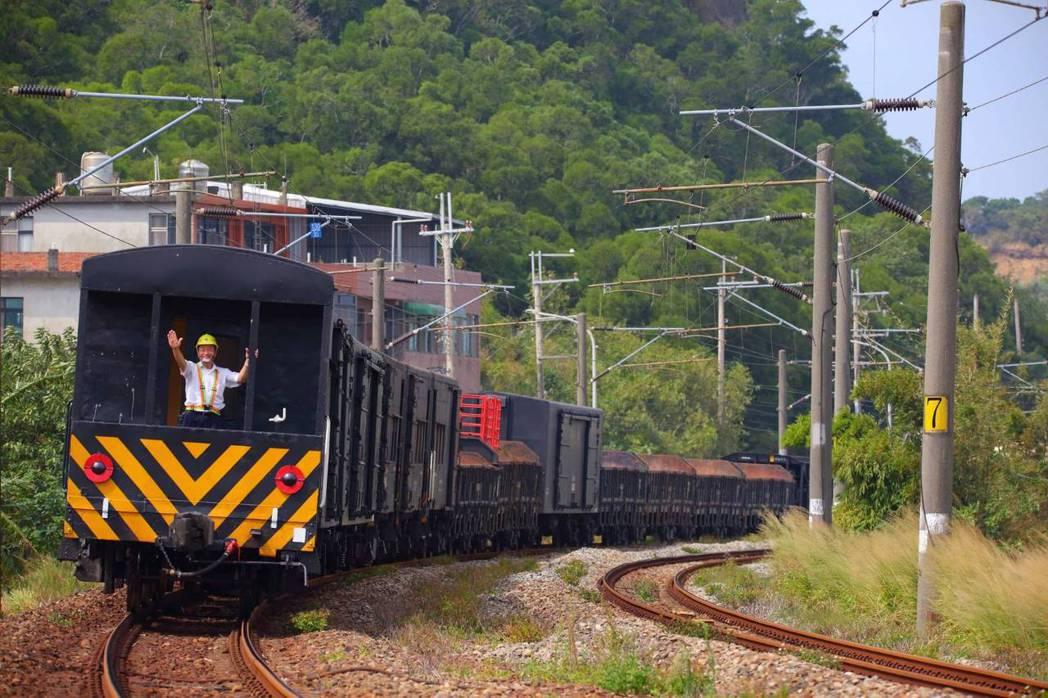 台鐵貨物列車守車只有車長跟軍方押運員能搭。圖/攝影師顏贊成提供