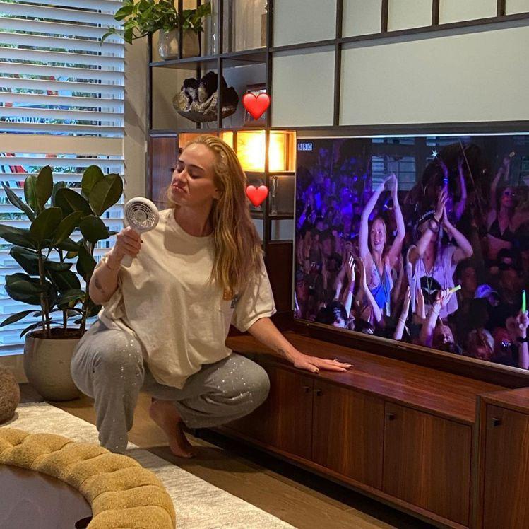 2020年的愛黛兒已經進入減掉半個自己的程序,幸而沒有減掉歌迷熱愛的率真模樣。圖...