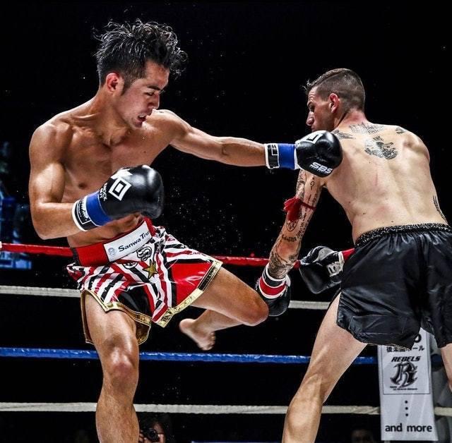 小笠原的拳王之路來之不易,他小學5年級就加入「クロスポイント吉祥寺」拳擊俱樂部。圖/取自eisaku911@Instagram