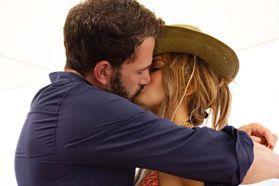 珍妮佛羅培茲官宣復合班艾佛列克 擁吻秀火辣身材慶生
