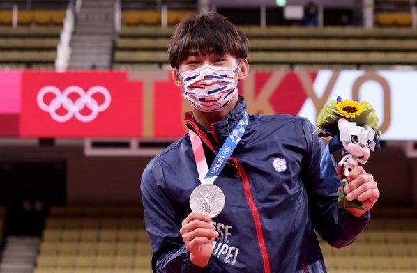 台灣「柔道男神」楊勇緯昨天在東京奧運柔道男子60公斤級摘下銀牌,為我國在奧運史上...