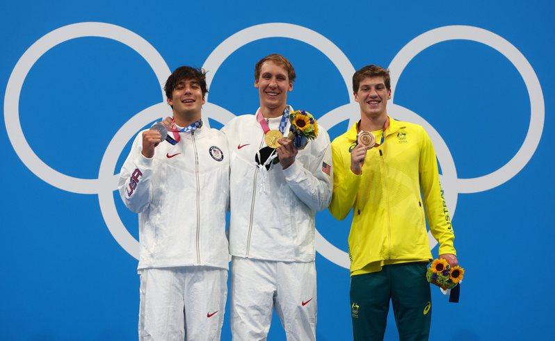 游泳頒獎出現選手不戴口罩。 路透