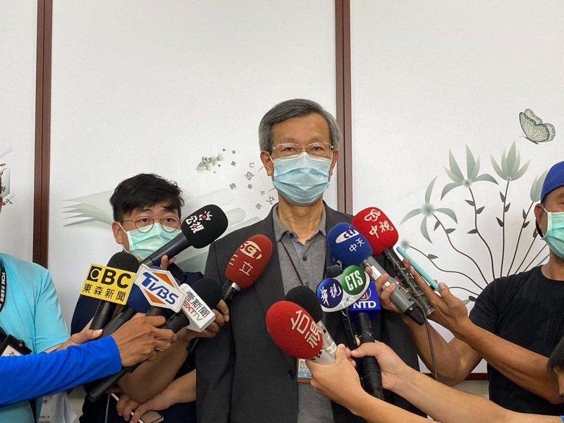 彰化縣衛生局長葉彥伯表示,每劑都已排好接種對象,沒有「疫苗過期沒人打」情況,籲中央發布訊息前先與地方了解。圖/彰化縣政府供
