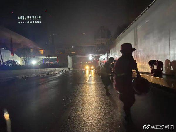 京廣北路隧道被困車輛已全部被拉出。(微博@正觀新聞)