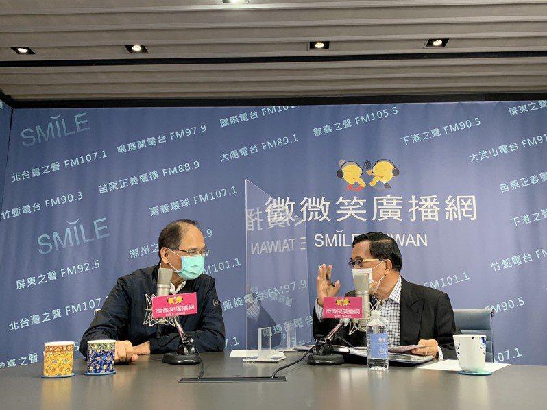 前總統陳水扁每周日廣播節目常邀大咖來賓在空中對談,今天受訪者是現任立法院長游錫堃。記者曹亞沿/攝影