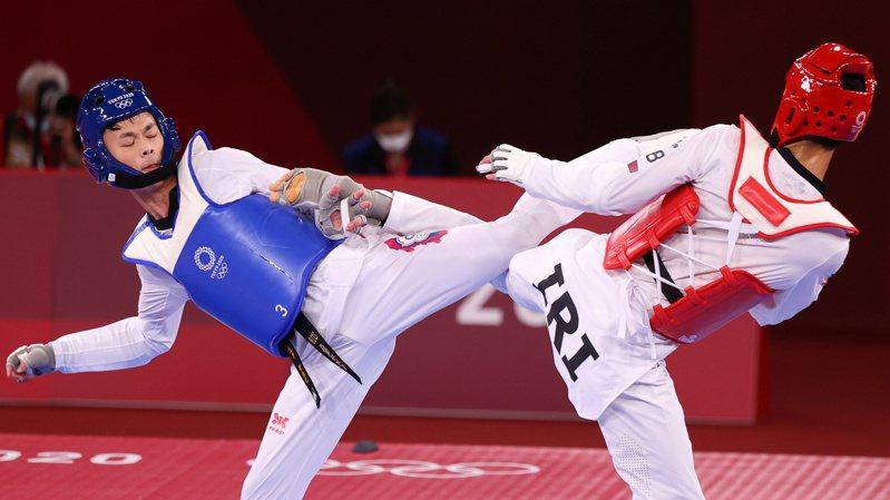 黃鈺仁(左)首場落敗。路透
