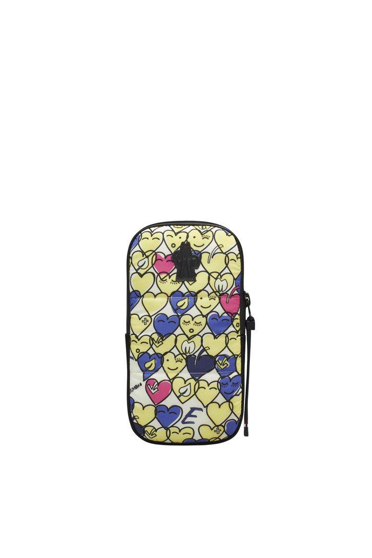 黃心形印花手機袋,10,300元。圖/MONCLER提供